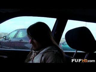 Hot Girl fickt im Auto für Geld 2