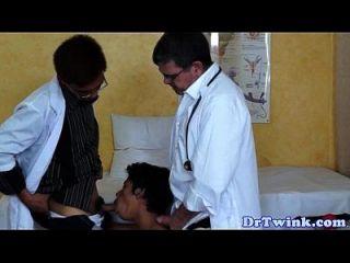 Oriental Twink Arzt saugen harten Schwanz