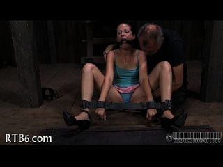 stürmischer caning für lusty playgirl