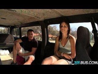 Teen Babe Jizzelle Ryder fickt auf einem Bus 21