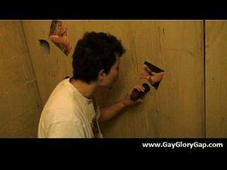 Homosexuelles Schwarzweiss-Dudes Gloryhole Sex Porno 18