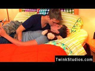Homosexuelle Orgie, die du diese beiden dampfigen Jugendlichen sehen wirst,