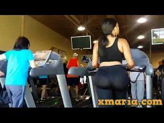 große Beute im Fitnessstudio, große Arschgamaschen