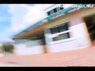 kynaa blinkt in der Öffentlichkeit und fickt für Geld