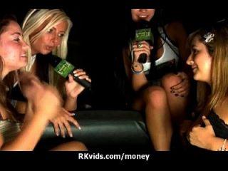 Hooker wird bezahlt und Band für Sex 15