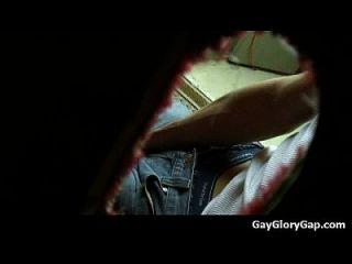 gloryhole nasty Homosexuell Dudes geben und nehmen nasse Handjobs 09