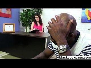 Firmenchef trifft sich mit einem schwarzen Schwanz