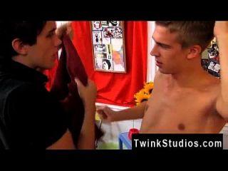 erstaunliche homosexuelle Szene befreit eine Tonne sexuelle Energie und wir sehen zwei
