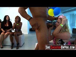 16 gefangen dein Mädchen saugen Schwanz auf Party 51