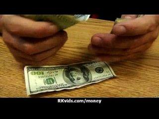 Amateur-Küken nimmt Geld für einen Fick 12