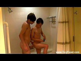 Homosexuell Orgie William und Damien in die Dusche zusammen für eine winzige