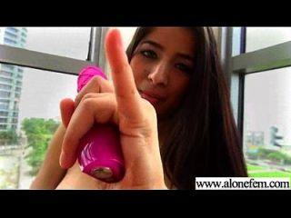 nettes heißes Mädchen füllen ihre Löcher mit Sachen als Dildos vid 13