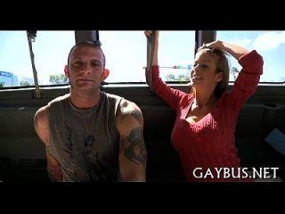 Befriedigung des mündlichen Gottesdienstes mit einem Homosexuellen