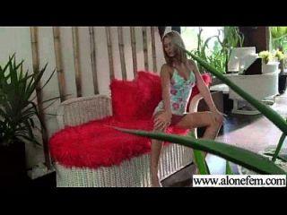 nettes heißes reizvolles Mädchen benutzt Spielwaren, um Klipp 05 zu masturbieren