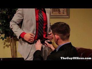 Homosexuell Uniform Hunks blasen ihre Lasten