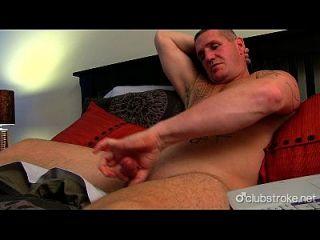 muskulöser gerader Mann Mäker masturbieren