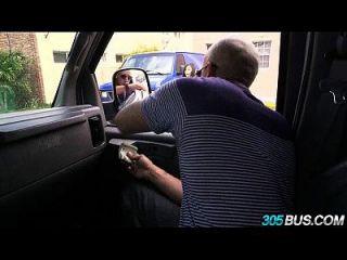 Dreier auf dem 305bus mit rachel starr und einem zufälligen latina babe 2.2