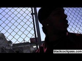 schwarze Hahnschlampe von schwarzer Bande abgeholt
