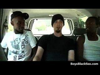 weiße junge Jungs gefickt von schwarzen Dudes 01
