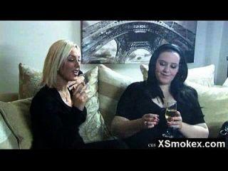 Riesen-Ass Rauchen Fetisch Schönheit heimlich gepocht
