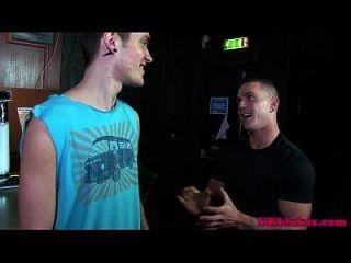 britische Jocks Homosexuell Gruppe Spaß am Welpen