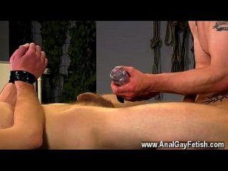 Homosexuell Orgie aiden bekommt eine Menge Strafe in diesem Film zu, mit seinem