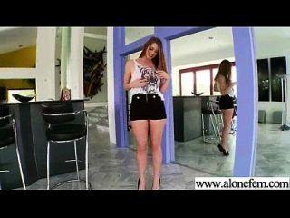 Solo geil sexy Mädchen verwenden alle Arten von Sachen in Löcher Film 14