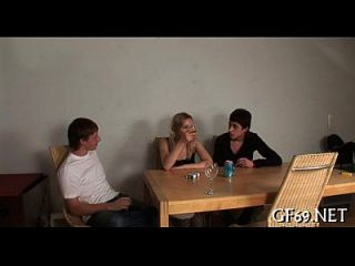 Jungfrau mit Trio Sex