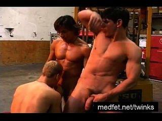 fünf Jungs kommen zusammen für Hardcore Sex