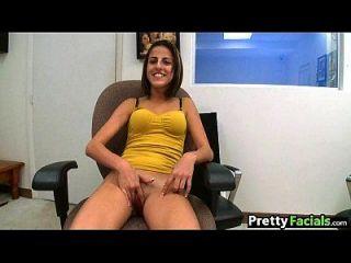Newbie Amateur Mädchen versucht Porno und bekommt eine Gesichtsbehandlung 1 1.1