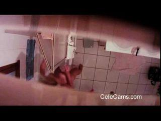 versteckte cam milf im badezimmer