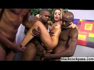 Anal Schlampe brutale interracial gangbang dp