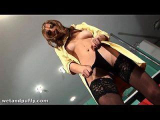 riesige Dildo-Insertion für ihre enge Teen Pussy