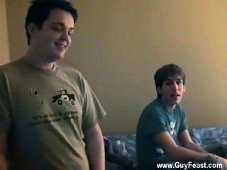 Homosexuell Twinks Trace hat die Kamera in Palm als Kyle, Nathan und James