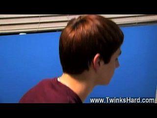 twinks xxx Tristan Jaxx sucht nach einem schönen, lockeren Rubdown mit