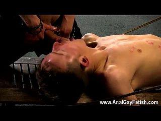 Homosexueller Film von Aaron Gebrauch, zum ein Marionettemann selbst zu sein, und er wählte
