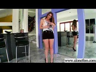 Solo geile sexy Mädchen verwenden alle Arten von Sachen in Löcher Film 21