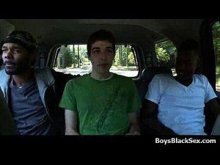 sexy weiße Teen Jungen verführt von schwarzen muskulösen Jungs 08