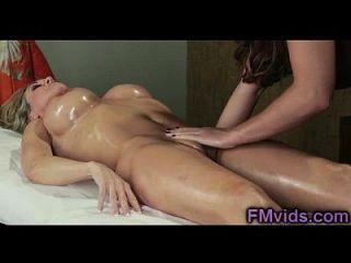 heiße busty milfs spielt nach massage
