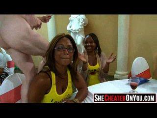 25 groß diese Mädchen verrückt auf clucb Orgie saugen Schwanz 46