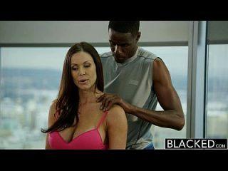 Schwarze Fitness Babe Kendra Lust liebt riesigen schwarzen Schwanz