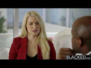 Schwarze Business Blonde Anikka Albrite Arsch gefickt von einem bbc