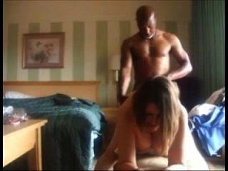 cuckolding Frau von einem schwarzen Mann gefickt