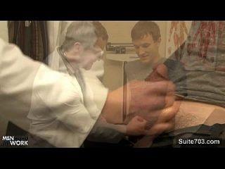 sexy Patientin wird von schwulem Arzt gefickt