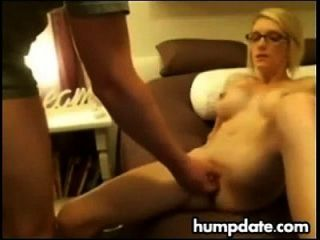 Skinny blonde Frau wird gefickt
