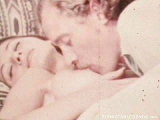 klassische Porno-Schlampe nimmt 14-Zoll-Schwanz