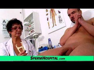busty milf doctor greta sexy uniform und wankjob