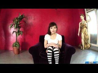 Amateur Ami Nagasaku bietet warmen Blowjob