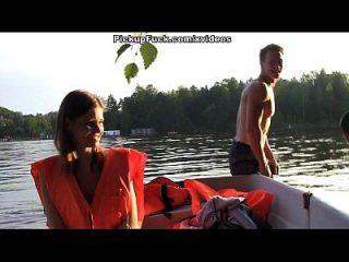drei Männer in einem Boot (um nichts von einem Pick-up-Mädchen zu sagen) Szene 2