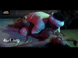 nisha boob gedrückt und hart von einem Diener gefickt